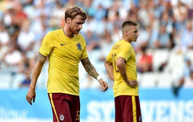 Obránce pražské Sparty Radoslav Kováč po neproměněné šanci v utkání proti Malmö.