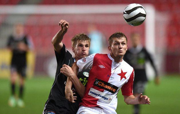 Jakub Jugas z Příbrami (vlevo) a Tomáš Necid ze Slavie během utkání 27. kola Gambrinus ligy.