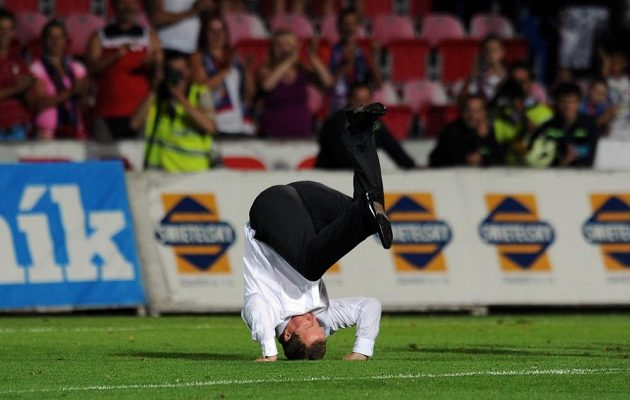 Slíbil oslavný kotrmelec, který umí jen on, a po utkání 3. předkola Ligy mistrů s JK Nomme Kalju ho skutečně vystřihl přímo před fanoušky.