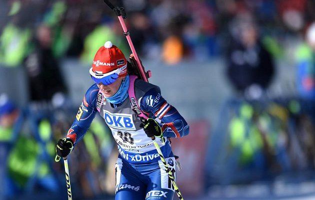 Veronika Vítková během sprintu v rámci SP v biatlonu ve Vysočina areně.