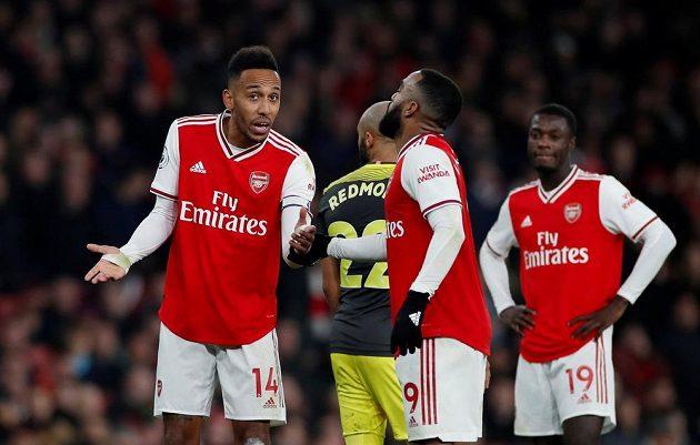 Fotbalisté Arsenalu zachránili alespoň remízu se Southamptonem na poslední chvíli.