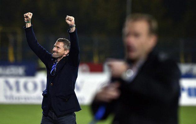 Radost trenéra Bohemians Martina Haška z vítězství na hřišti Jihlavy.