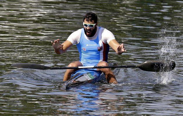 Medvěd v lodi. Kajakář Josef Dostál získal na kilometrové trati v Riu stříbro! Jeho radost byla obrovská.