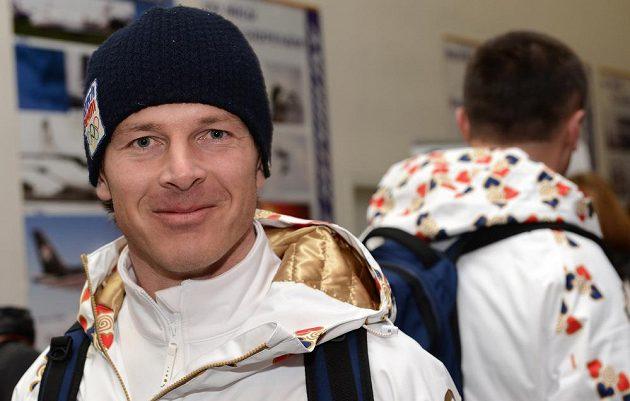 Trenér české snowboardové reprezentace Martin Černík před odletem do Soči na Zimní olympijské hry dne 30. ledna 2014 na kbelském letišti.
