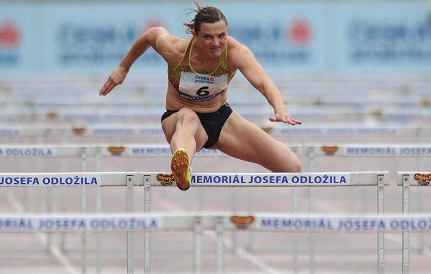 Běžkyně Lucie Škrobáková během závodu na 100 m překážek v rámci Memoriálu Josefa Odložila.