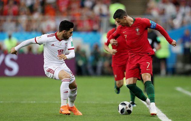 Portugalec Cristiano Ronaldo v akci během utkání mistrovství světa s Íránem.