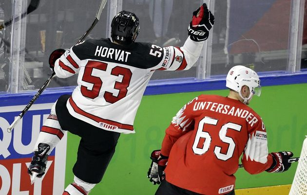 Bo Horvat z Kanady se raduje z gólu, bude jediný v semifinále MS se Švýcarskem?