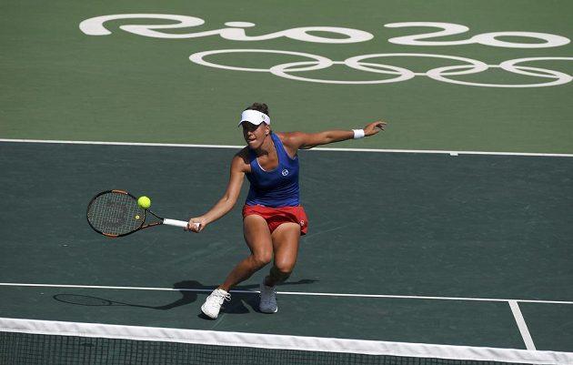 Barbora Strýcová v zápase s Yaninou Wickmayerovou v prvním kole olympijského turnaje v Riu.