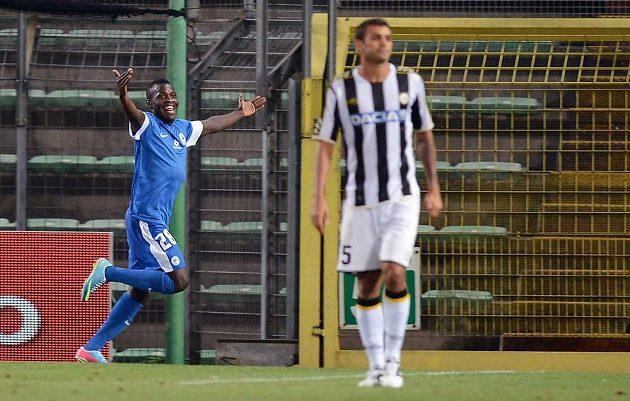 Dzon Delarge z Liberce (vlevo) oslavuje gól v play off Evropské ligy proti Udine.