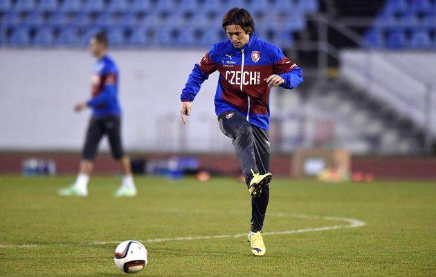 Záložník Tomáš Rosický na tréninku české fotbalové reprezentace před zápasem s Islandem.