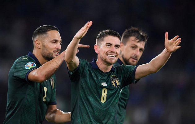 Radost v podání italských fotbalisté po výhře nad Řeckem. Díky ní se kvalifikovali na EURO 2020.
