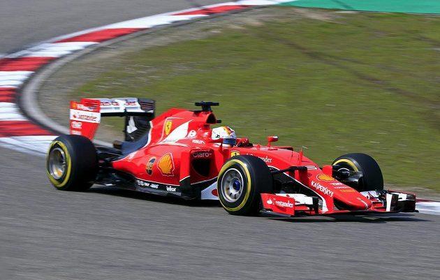 Německý pilot Ferrari Vettel ve Velké ceně Číny.