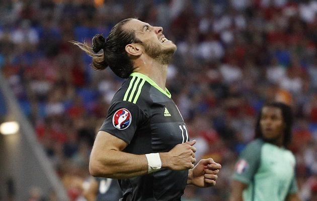 Velšan Gareth Bale v zápase s Portugalskem.