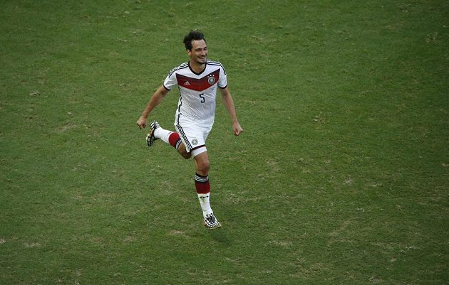 Německý fotbalista Mats Hummels slaví gól proti Portugalsku.