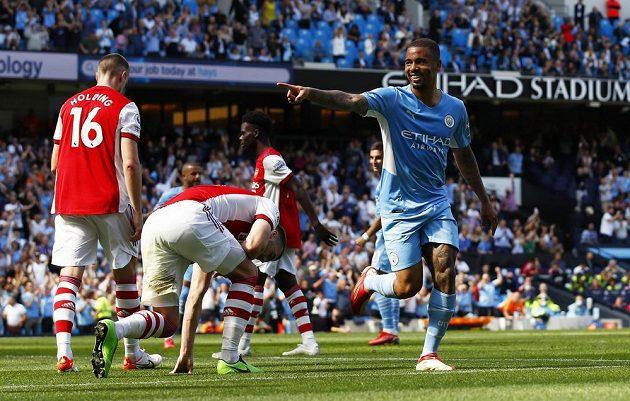 Gabriel Jesus slaví branku do sítě Arsenalu