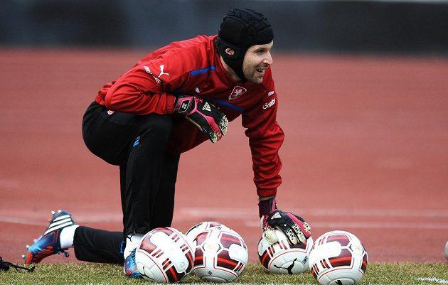 Petr Čech během tréninku české fotbalové reprezentace před utkáním s Norskem.