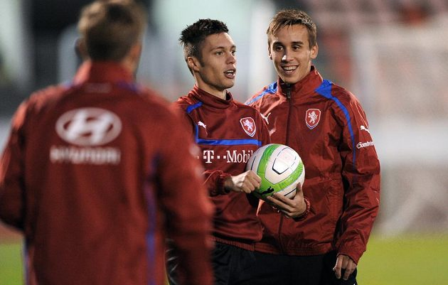 Václav Kadlec (uprostřed) a Josef Šural během tréninku české fotbalové reprezentace před přátelským utkáním s Kanadou.