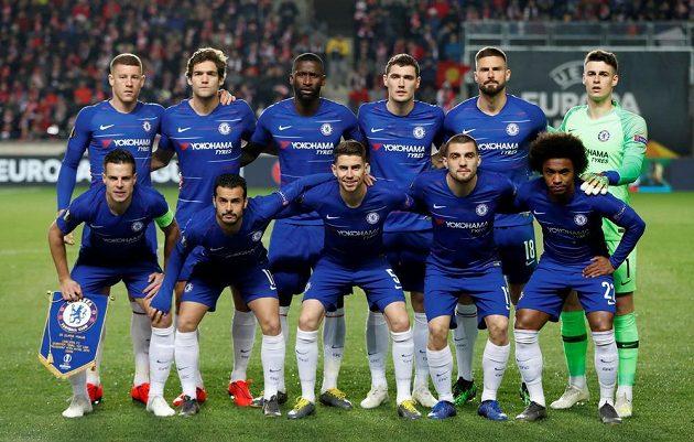 Fotbalisté Chelsea před úvodním hvizdem čtvrtfinálového zápasu Evropské ligy se Slavií