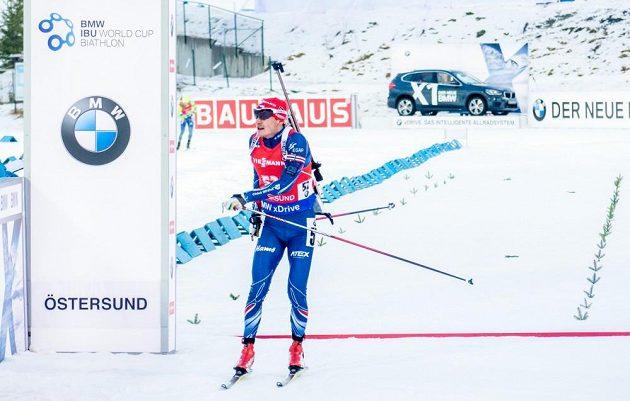 Ondřej Moravec v cíli sprintu na 10 km v Östersundu.