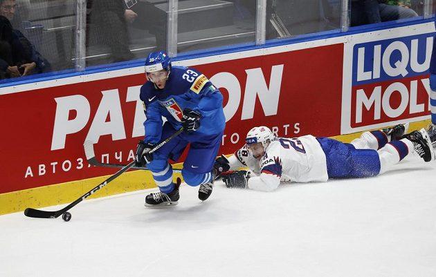 Simon Kostner v souboji s Niklasem Roestem z Norska