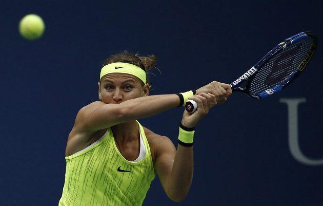 Lucie Šafářová při boji se Simonou Halepovou z Rumunska ve 2. kole US Open.