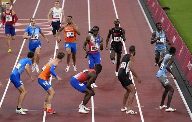 Čeští čtvrtkaři do finále nepostoupili. Úplně vlevo nahoře je vidět Pavel Maslák.