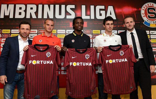 Letní posily Sparty (zleva): manažer Viktor Kolář, Lukáš Pauschek, Costa Nhamoinesu, Kamil Vacek a člen představenstva Jakub Otava.