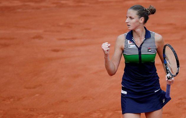 Radostné gesto Karolíny Plíškové v semifinále French Open.
