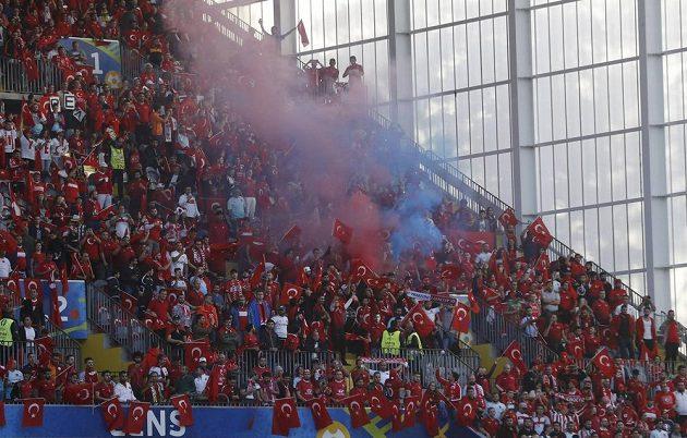 Turečtí fanoušci během utkání s Českou republikou.