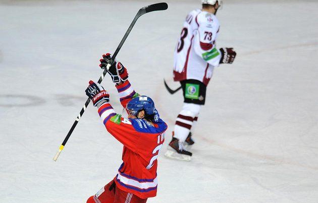 Ryan O'Byrne ze Lva Praha slaví vyrovnávací gól proti Dinamu Riga.