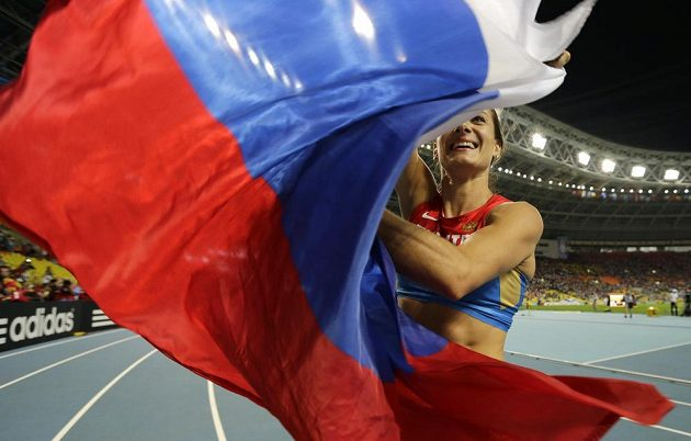 Ruská tyčkařská šampiónka Jelena Isinbajevová se podělila o světový titul s diváky v Lužnikách.