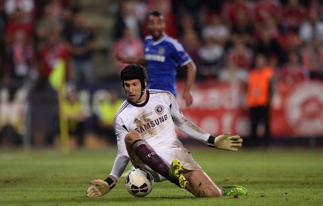 Brankář Chelsea Petr Čech v Superpoháru pochytal několik obrovských šancí Bayernu.