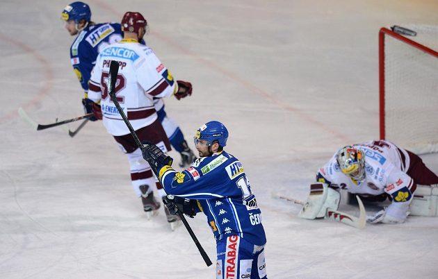 Útočník Komety Brno Leoš Čermák se raduje z gólu, který vstřelil Spartě v sedmém semifinálovém utkání.