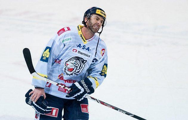 Zklamaný liberecký kapitán Petr Nedvěd po porážce s Pardubicemi.
