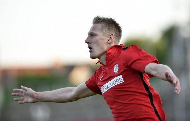 Brněnský útočník Michal Škoda se raduje z vyrovnávacího gólu proti Jihlavě v utkání 28. kola Synot ligy.