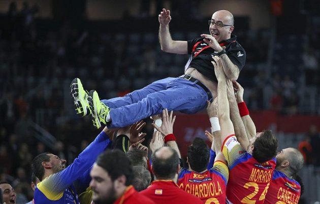 ...a kouč Jordi Ribera Romans se proletěl nad hlavam i svých svěřenců.