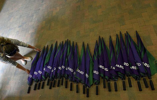 Z deštníků se ve Wimbledonu stal velký byznys.