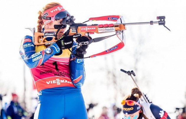 Gabriela Soukalová při střelbě.