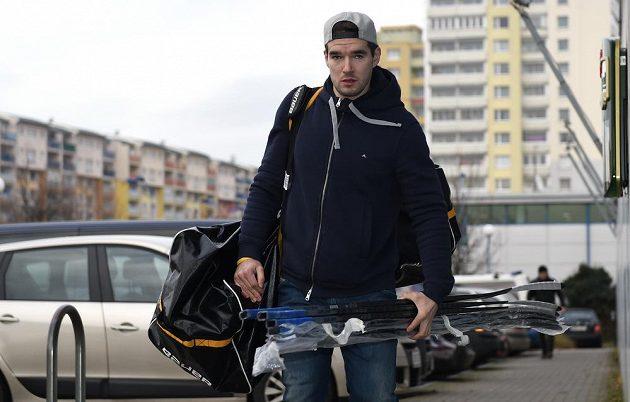 Na sraz české hokejové reprezentace před turnajem Channel One Cup dorazil i Michal Birner.