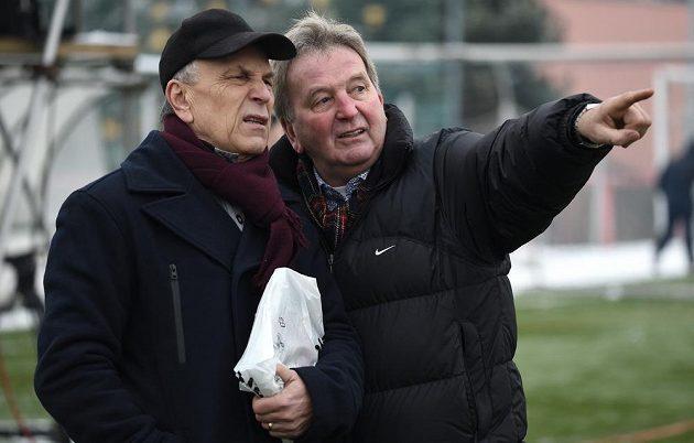 Vladimír Táborský (vlevo) a Josef Pešice nechyběli na tradičním Silvestrovském derby internacionálů Sparty a Slavie.