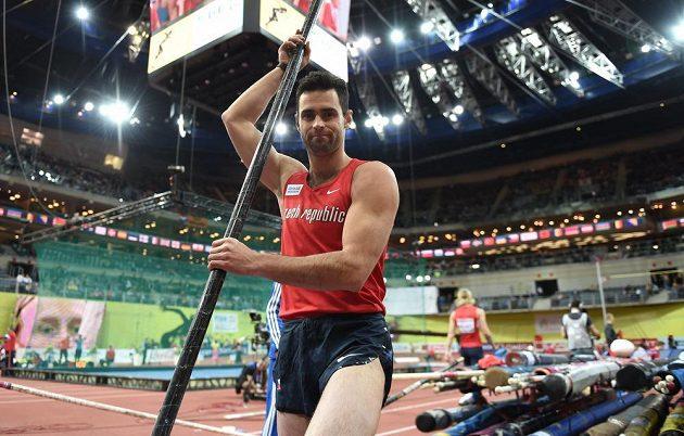 Jan Kudlička během kvalifikace tyčkařů v rámci halového ME v atletice v Praze.