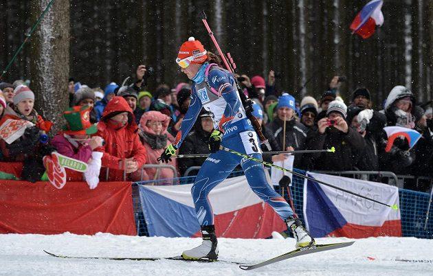 Veronika Vítková na trati stíhacího závodu SP v biatlonu ve Vysočina Areně v Novém Městě na Moravě.