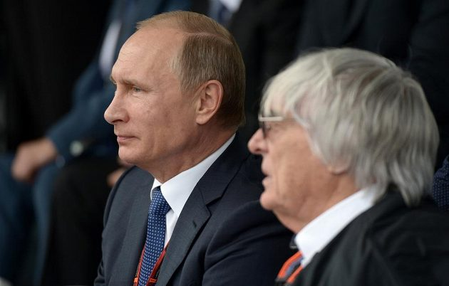 GP v Soči si nenechal ujít ani ruský prezident Vladimir Putin. Vpravo je vládce F1 Bernie Ecclestone.