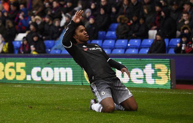 Willian jásá po druhém gólu Chelsea proti Crystal Palace.