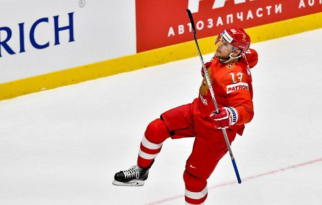 Sergej Andronov z Ruska se raduje z gólu.