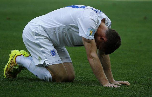 Anglický záložník James Milner v utkání proti Kostarice.