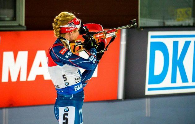Česká biatlonistka Gabriela Soukalová během vytrvalostního závodu v Östersundu.