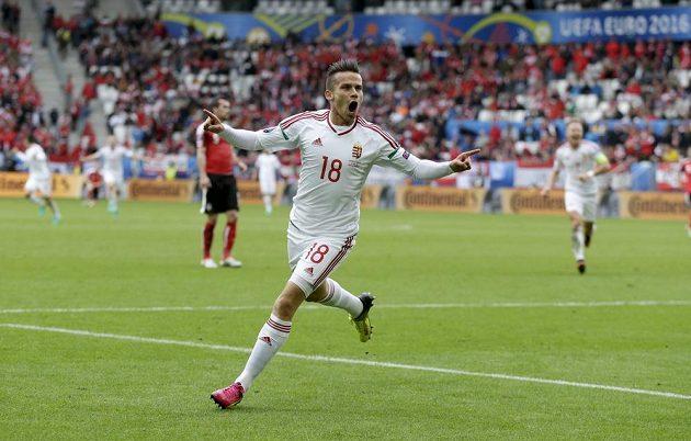 Maďar Zoltan Stieber slaví gól proti Rakousku na ME ve Francii.