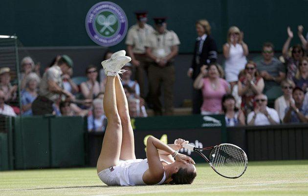 Srbská tenistka Jelena Jankovičová slaví vítězství nad Petrou Kvitovou.