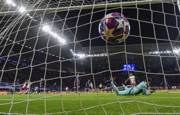 Gól! Marcel Sabitzer posílá Lipsko do vedení v odvetném utkání osmifinále Ligy mistrů proti Tottenhamu.